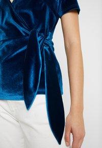 Fashion Union - T-shirts med print - blue - 5