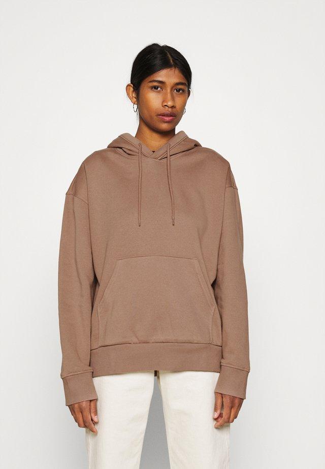 ALISA HOODIE - Bluza z kapturem - brown