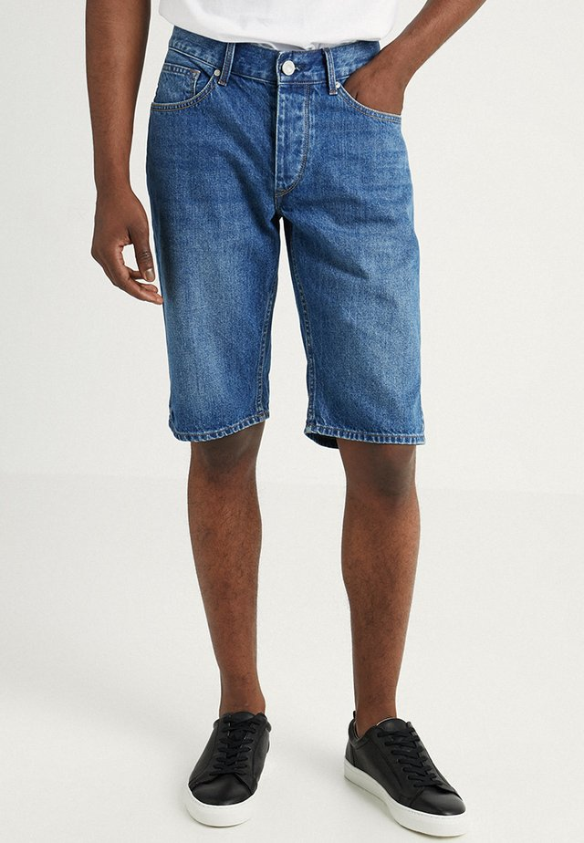 MUSTON - Jeans Shorts - blue denim