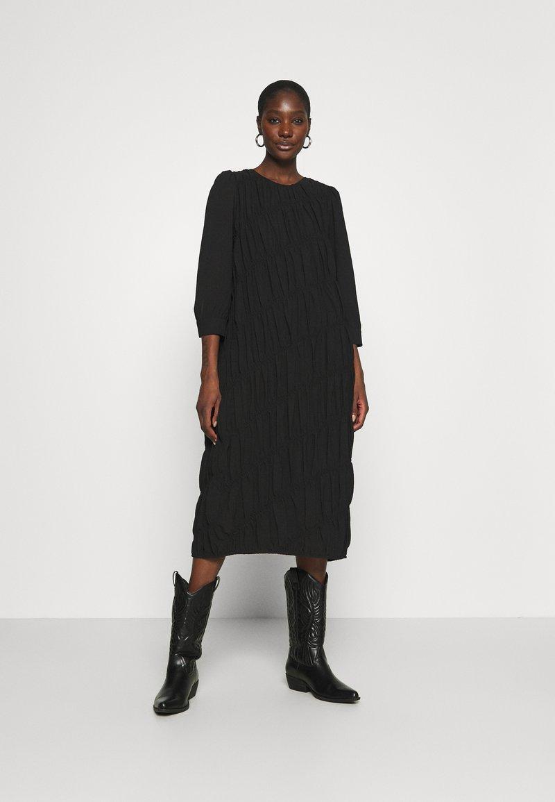 Second Female - MAZLA DRESS - Denní šaty - black