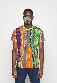 Carlo Colucci - SET - Print T-shirt - white - 2