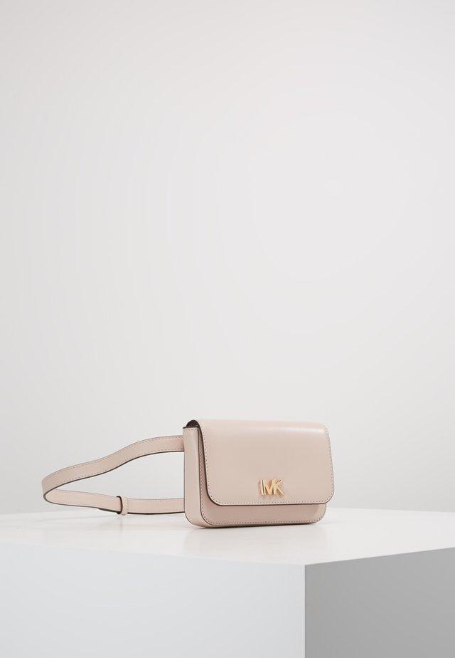 MOTT BELT BAG - Ledvinka - soft pink