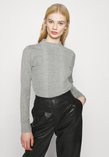 PCMANVI T NECK - Stickad tröja - dark grey melange