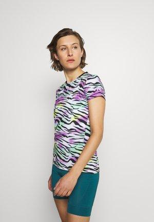 MERILAHTI - Print T-shirt - lilac