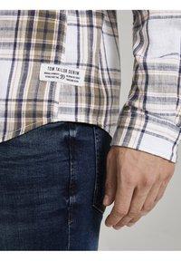 TOM TAILOR DENIM - Shirt - white olive check - 3