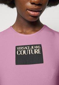 Versace Jeans Couture - LADY - T-shirt z nadrukiem - pink confetti - 4