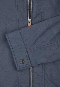 Calamar - MIT SCHUBTASCHEN - Summer jacket - blau - 5