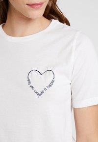 Vila - VIEVIE - Print T-shirt - cloud dancer/navy blazer - 4
