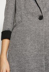 Vero Moda - VMCHECK 3/4 LONG - Krátký kabát - dark grey melange - 6