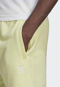 adidas Originals - ESSENTIAL UNISEX - Shorts - yellow tint - 3