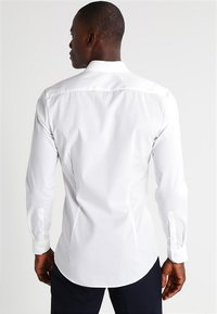 OLYMP - OLYMP NO.6 SUPER SLIM FIT - Formal shirt - off white - 2