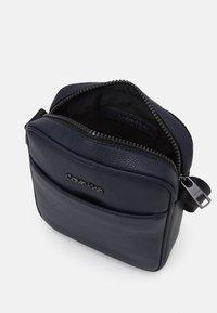 Calvin Klein - REPORTER UNISEX - Taška spříčným popruhem - blue - 2