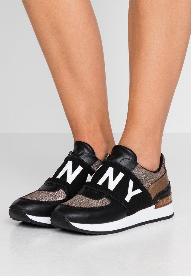 MARLI - Nazouvací boty - black/bronze