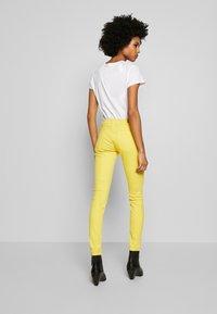 Polo Ralph Lauren - ROSELAKE - Skinny džíny - yellow - 2