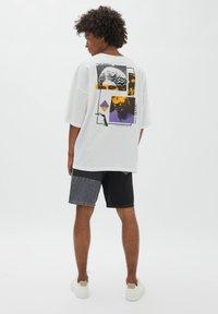 PULL&BEAR - Print T-shirt - off-white - 2