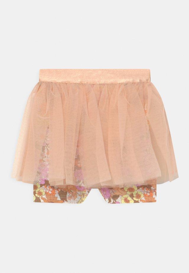 ZOE SKEGGING - Shorts - peachy