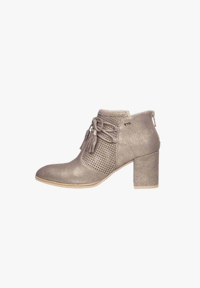 High heeled ankle boots - platino