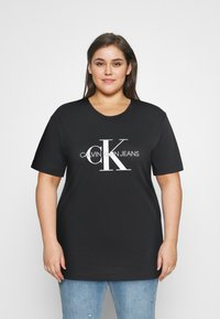 Calvin Klein Jeans Plus - MONOGRAM LOGO REG FIT TEE - Print T-shirt - black - 0