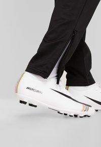 Lotto - DELTA PANT - Spodnie treningowe - all black - 3
