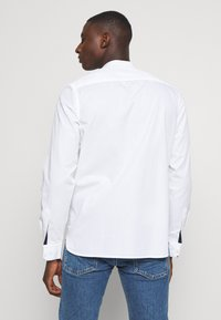 Calvin Klein - STAND COLLAR LIQUID TOUCH - Shirt - white - 2