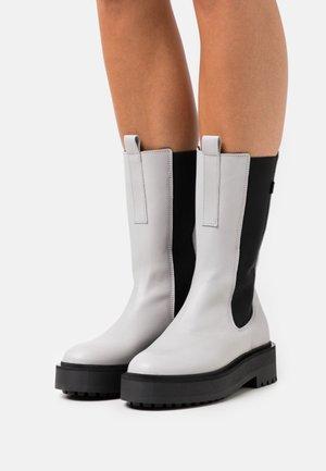 PEPPAL - Platform boots - grey