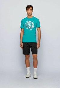 BOSS - TEE 2 - Print T-shirt - green - 1