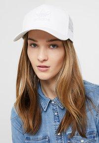 adidas Originals - TRUCKER - Caps - white - 4