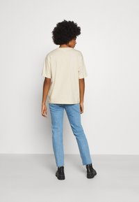 Monki - MAI TEE - Print T-shirt - beige placement print - 2