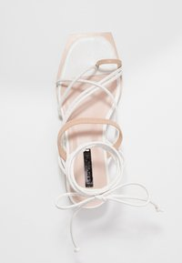 Lost Ink Wide Fit - STRAPPY TWO TONE FLAT - Varvassandaalit - white - 3