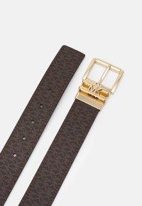 MICHAEL Michael Kors - LOGO REVERSIBLE BELT - Cinturón - brown/chocolate/gold-coloured - 1