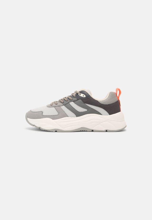 CELEST - Sneakers laag - grey