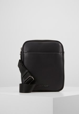 CENTRAL FLAT CROSSOVER - Across body bag - black