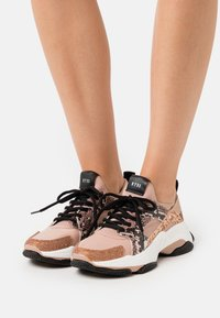 Steve Madden - AJAX - Zapatillas - rose gold - 0