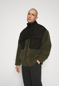 Mennace - DOUBLE POCKET BORG ZIP THRU - Summer jacket - khaki - 0