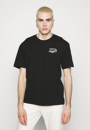 LOGO MAP CHEST - T-shirt imprimé - black