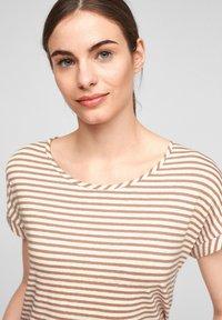 comma casual identity - Print T-shirt - caramel stripes - 4