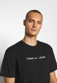 Tommy Jeans - STRAIGHT LOGO TEE - Print T-shirt - black - 3