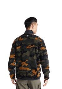 Timberland - CAMO SHERPA FLEECE - Light jacket - duffel bag/wheat boot house camo-black - 2