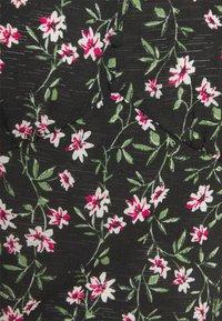 ONLY Tall - ONLPELLA  V-NECK TOP - Triko spotiskem - black/flowering vines - 2