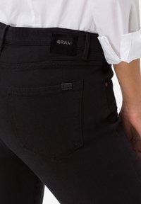 BRAX - STYLE SHAKIRA - Jeans Skinny - clean black - 3