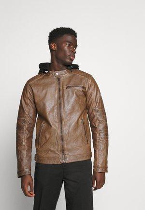 BERRY - Imitatieleren jas - brown