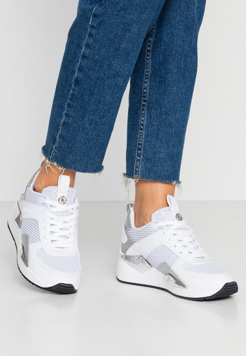 Guess - TYPICAL - Joggesko - white