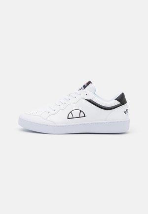 ARCHIVIUM - Sneaker low - white/black