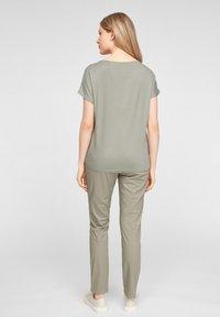 s.Oliver - T-shirt imprimé - khaki aop - 2