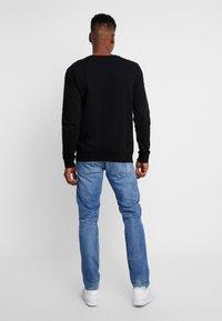 Replay - ANBASS - Straight leg jeans - medium blue - 2
