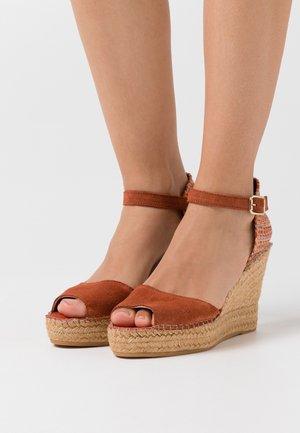 Sandalias de tacón - arcilla