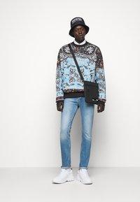 Versace Jeans Couture - FELPA - Bluza - nero - 1