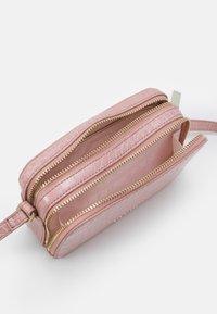 Ted Baker - STINA DOUBLE ZIP MINI CAMERA BAG - Across body bag - mid pink - 2