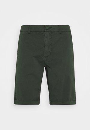 CHUCK REGULAR - Shorts - forrest night