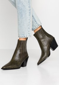 Aeyde - KATE  - Cowboy/biker ankle boot - green - 0